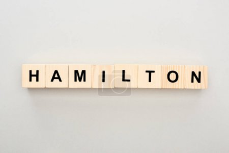 Photo pour Vue de dessus des blocs de bois avec lettrage Hamilton sur fond gris - image libre de droit