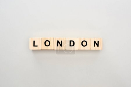 Photo pour Top view of wooden blocks with London lettering on grey background - image libre de droit