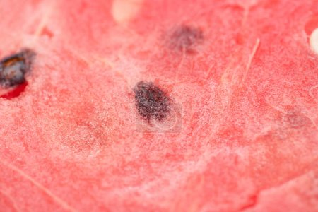 Photo pour Vue rapprochée de délicieuses pastèques juteuses aux graines - image libre de droit