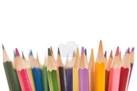 Photo pour Crayons de couleur aiguisés et lumineux d'isolement sur le blanc - image libre de droit
