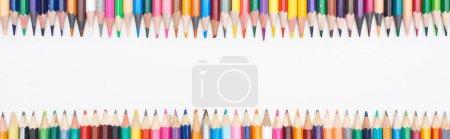 Photo pour Plan panoramique de crayons de couleur isolés sur blanc avec espace de copie - image libre de droit