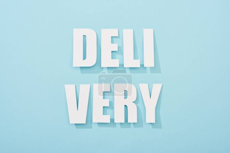 Photo pour Inscription de livraison séparée avec ombre sur fond bleu - image libre de droit