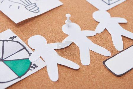 Photo pour Illustration en papier épinglée sur carton de bureau en liège - image libre de droit