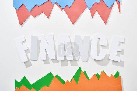 Foto de Vista superior de la inscripción financiera con gráficos estadísticos de color sobre fondo blanco - Imagen libre de derechos