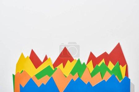 Foto de Vista superior de los gráficos estadísticos de color sobre fondo blanco - Imagen libre de derechos