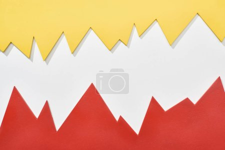 Foto de Vista superior de gráficos estadísticos rojos y amarillos sobre fondo blanco - Imagen libre de derechos
