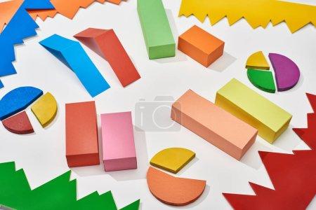 Photo pour Diagrammes multicolores et diagrammes à secteurs sur fond blanc - image libre de droit