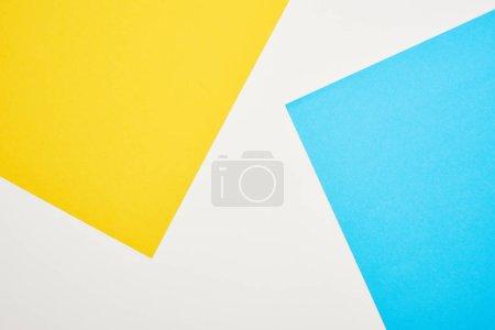 Foto de Vista superior del fondo geométrico azul, amarillo y blanco - Imagen libre de derechos