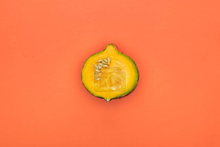 Photo pour Vue de dessus de citrouille jaune coupé sur fond orange avec espace de copie - image libre de droit