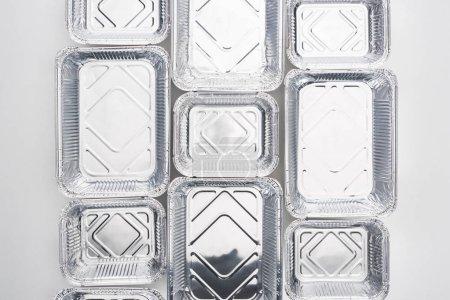 Photo pour Vue du dessus des emballages écologiques vides sur fond blanc - image libre de droit