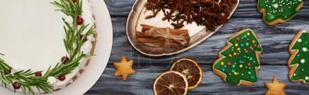 Photo pour Top view of Christmas pie, spices and christmas tree cookies on dark wooden table - image libre de droit