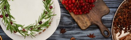 Photo pour Top view of christmas pie, anise star seeds and viburnum berries on dark wooden table - image libre de droit