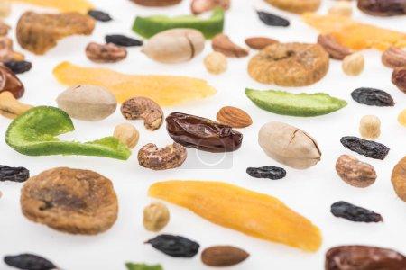 Photo pour Voir de près les fruits à coque, les fruits séchés et les fruits confits - image libre de droit
