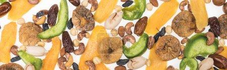 Foto de Vista superior de la variedad turca de frutos secos, frutos secos y frutos dulces aislados en blanco, tiro panorámico. - Imagen libre de derechos