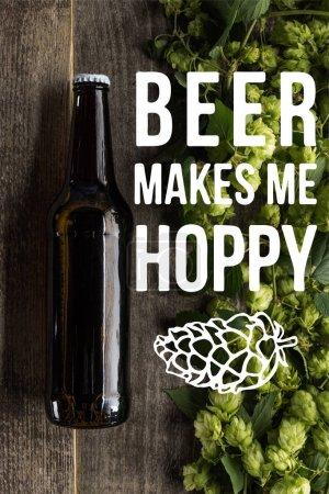 vue du dessus de la bière fraîche en bouteille avec houblon vert sur la surface en bois avec de la bière me rend illustration Hoppy