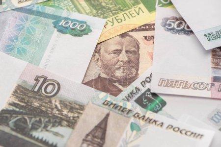 Photo pour Foyer sélectif de roubles russes près de billets en dollars - image libre de droit