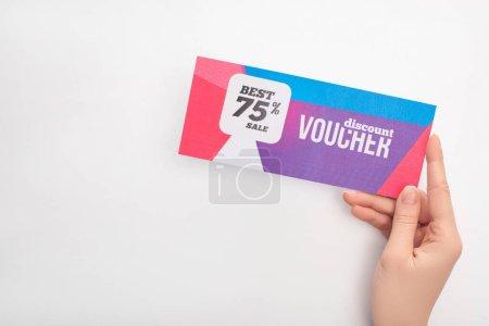 Photo pour Vue recadrée de la femme tenant bon de réduction avec 75 pour cent de vente sur fond blanc - image libre de droit