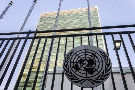 Photo pour New York City. Le siège de l'ONU, un complexe conçu par Wallace Harrison situé dans le quartier de Turtle Bay de Manhattan - image libre de droit