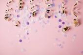 """Постер, картина, фотообои """"вид сверху фиолетовый конфетти штук на розовый поверхности"""""""