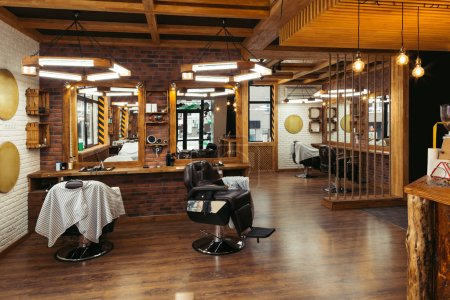 современный стильный пустой интерьер парикмахерской с зеркалами