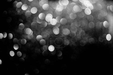 Photo pour Abstrait fond décoratif brillant avec des paillettes argentées floues - image libre de droit