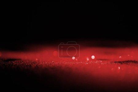 Photo pour Abstrait rouge scintillant brillant sur fond foncé - image libre de droit