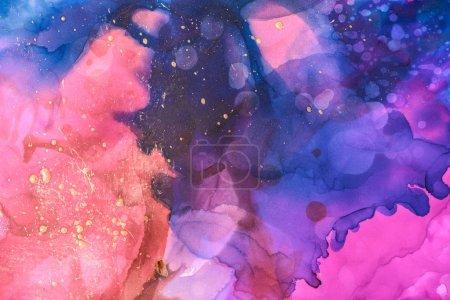 Foto de Hermoso azul, rojo y púrpura salpica de tintas de alcohol como telón de fondo abstracto - Imagen libre de derechos