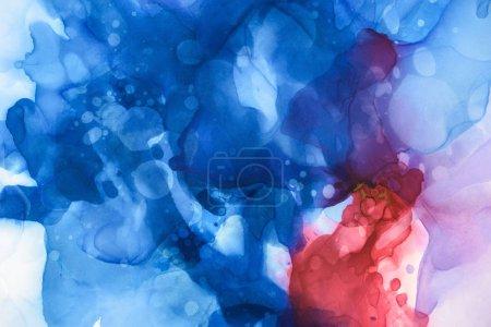 Blaue, rote und violette Farbspritzer als abstrakter Hintergrund