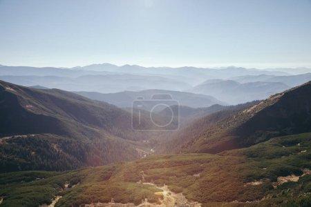 Luftaufnahme der schönen Berglandschaft, Karpaten, Ukraine