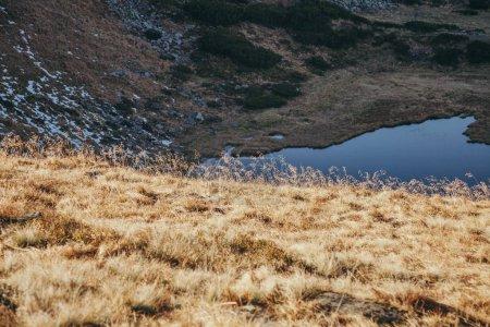 Photo pour Beau lac de Nesamovyte dans les Carpates, en Ukraine - image libre de droit