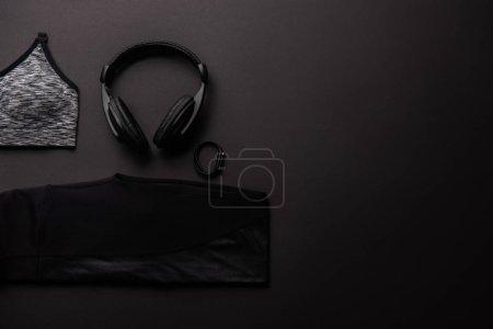 Foto de Vista elevada de composición dispuesta con gimnasio aislado en concepto minimalista negro - Imagen libre de derechos
