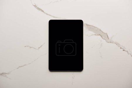 vue de dessus de tablette sur la surface du marbre blanc