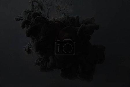 Photo pour Peinture acrylique noire éclaboussure sur fond sombre - image libre de droit