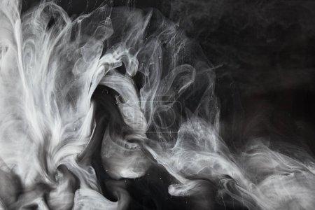 Photo pour Vue rapprochée de tourbillons abstraits de peinture grise - image libre de droit
