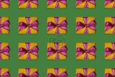 Foto de Fondo transparente con regalos de Navidad con lazos púrpura - Imagen libre de derechos
