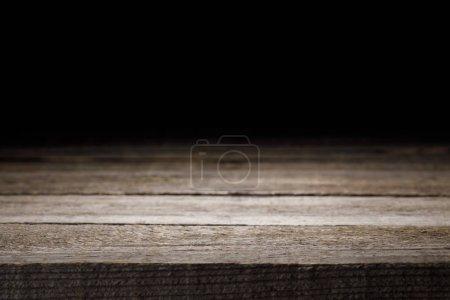 fond en bois rayé gris sur fond noir