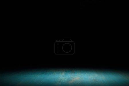 Photo pour Fond en bois rayé turquoise sur fond noir - image libre de droit