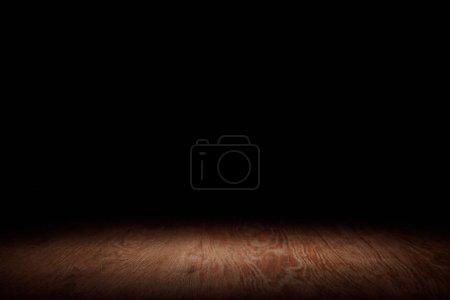 Foto de Tablero de madera de rayas marrón sobre negro - Imagen libre de derechos