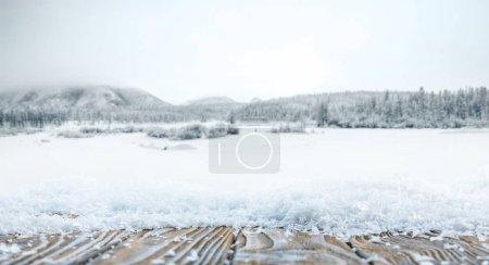 Photo pour Fond en bois brun rayé sur beau papier peint d'hiver - image libre de droit