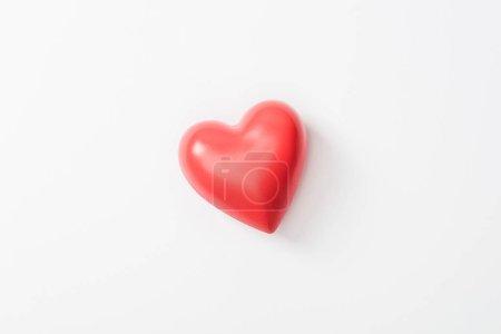 Photo pour Vue du dessus du coeur de jouet sur fond gris - image libre de droit