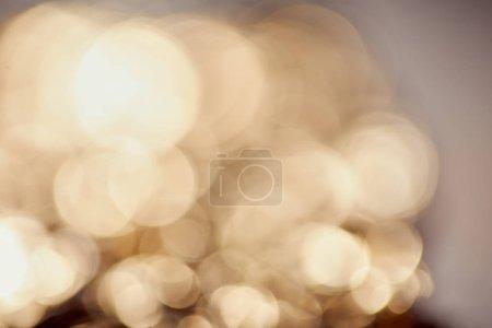Foto de Destellos brillantes y destellos sobre fondo gris - Imagen libre de derechos