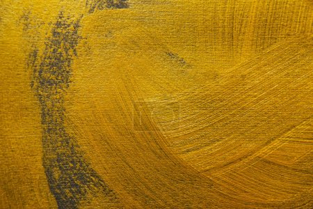 Foto de Pinceladas de pintura dorada sobre fondo gris - Imagen libre de derechos