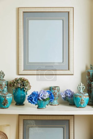 Photo pour Picture frame and turquoise set with blue flowers on surface - image libre de droit