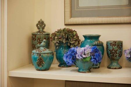 Photo pour Turquoise set with blue flowers on surface - image libre de droit