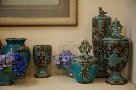 Photo pour Turquoise set with blue flowers on table - image libre de droit