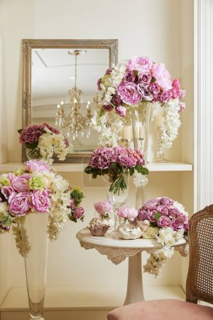 Photo pour Interior of room with chair, mirror, flowers in vases - image libre de droit