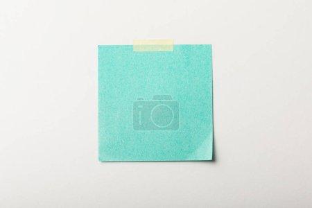 Photo pour Vignette vierge turquoise avec du ruban adhésif sur fond blanc - image libre de droit