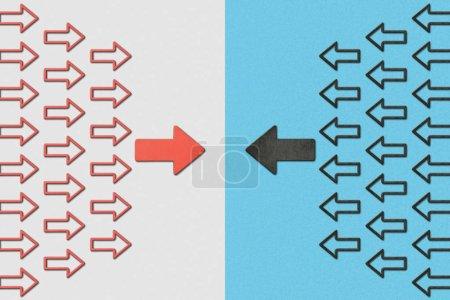 Photo pour Vue de dessus de l'horizontale en face de pointeurs rouges et noirs sur fond bleu et gris - image libre de droit