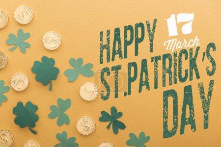 Photo pour Vue des pièces d'or avec des signes dollar près de trèfles verts et st heureux de dessus inscription journée patricks sur fond orange - image libre de droit