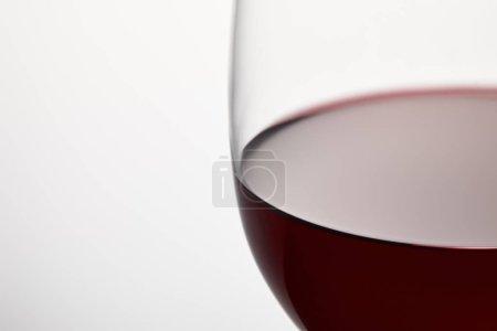 Photo pour Verre de vin de Bourgogne vin rouge sur blanc - image libre de droit